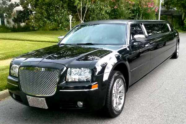 Chrysler 300 limo Green Valley